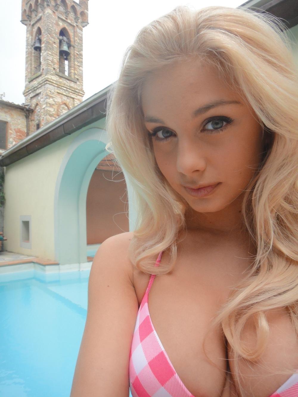 Фото ухоженной пизды 18 летней топ-модели