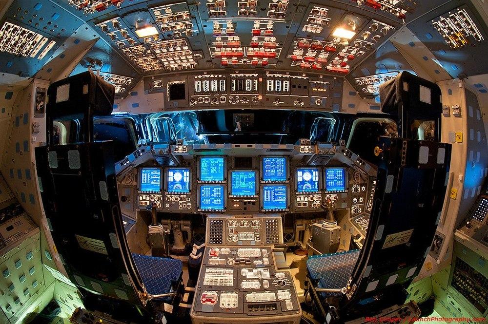 красивые голые в кабине пилота