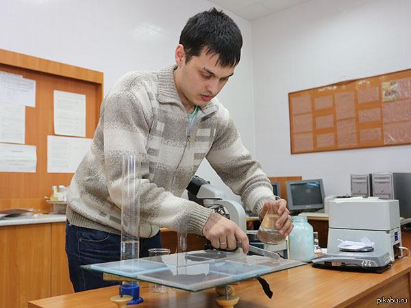Казанский студент изобрёл водорастворимую упаковку Ни для кого не секрет, что за последние десятилетия полиэтиленовые пакеты и одноразовая пластиковая тара стали настоящим бедствием для планеты.