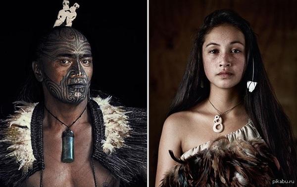 Семейная пара из племени Маори, одного из самых древних племен на планете, существующих по сей день Маори - коренной народ, основное население Новой Зеландии до прибытия европейцев. В их языке слово Маори обозначает «нормальные», «естественные» или «обычные».