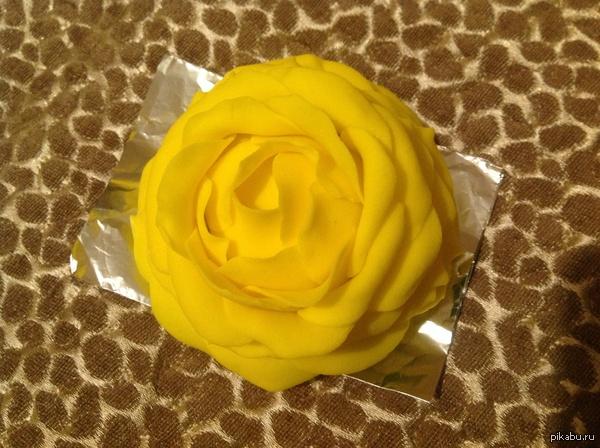 Пирожное- желтая роза Раз уж пятница наступила расскажу о моем хобби с сестрой) мы любим делать красивую выпечку, если кому то понравилось то выложу еще)