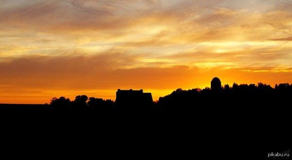 Июньский закат В свободное время (которого, жаль, очень мало) я фотографирую.  Решил поделиться с вами одним из своих снимков.  Прошу критиков сильно не ругать - я любитель! =