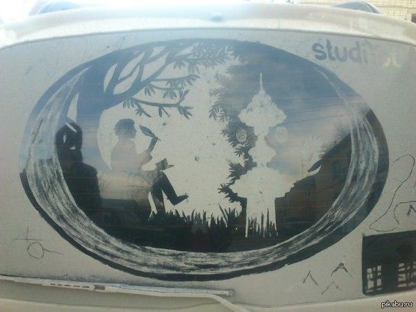 Уличный авто арт Я люблю, когда стекло закидывает грязью. Есть прекрасная возможность порисовать. Буду по рисунку в день выкладывать.