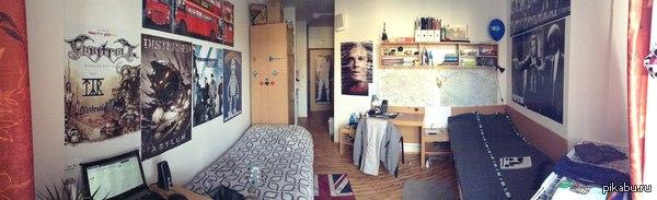 Комната в общежитии в Чехии. Не совсем общежитие, конечно, скорее недоотель, но мы тут живем и учимся. В комнате есть ванная комната и миникухня с холодильником. И много плакатов)