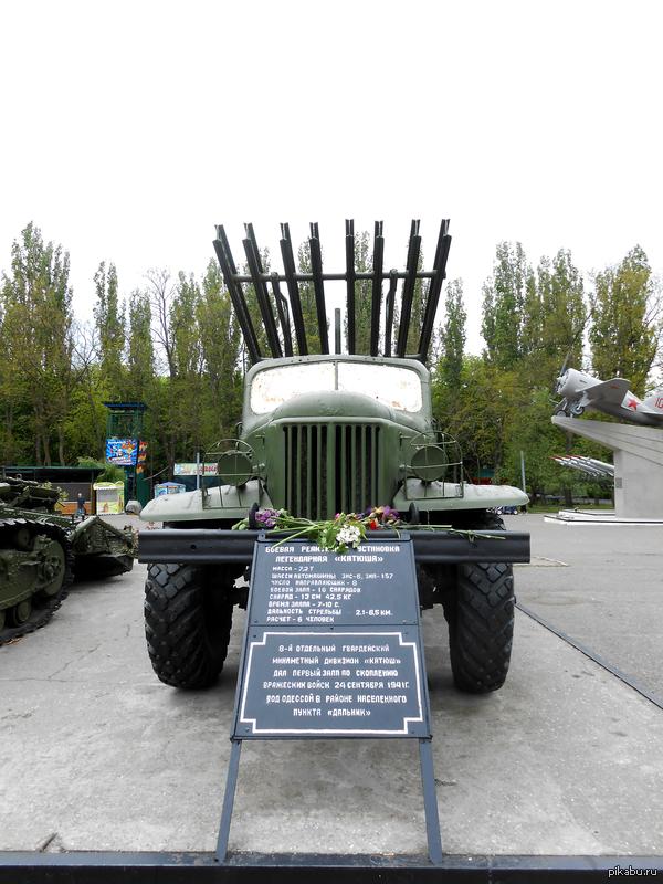 """День Победы в Одессе.  Пошли с подругой к Мемориалу """"411 Батареи"""". Пришло мало людей. Милиции было много, ждали провокации, все прошло спокойно. К счастью, в центре людей было больше. Всем добра и мирного неба. С Днем Победы."""