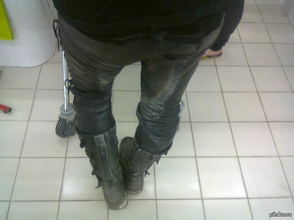 грязные штаны у девушек дыша хихикая