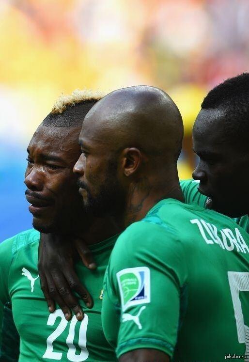 Отец Серея Ди, игрока сборной Кот-д'Ивуара скончался за два часа до матча Колумбия - Кот-д'Ивуар. Во время исполнения гимна Серей расплакался, многие приняли это за слезы радости, но...