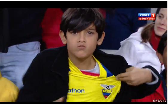 Настоящий фанат Вот такой крутой пацан болеет за сборную Эквадора на Чемпионате Мира