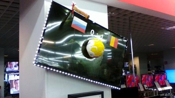 Ярость фанатов сборной России ТВ настоящий, висит в МВидео, Екатеринбург.