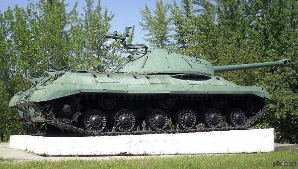"""Танк """"Иосиф Сталин-3"""" разгромил блокпост на Донбассе, есть погибшие танк, не успевший навалять фашистам в ВОВ делает это сейчас    http://ria.ru/world/20140630/1014198318.html"""