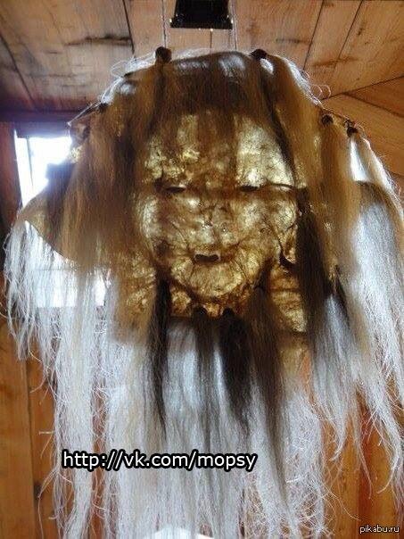 Маска шамана. Сделана из кожи предыдущего шамана