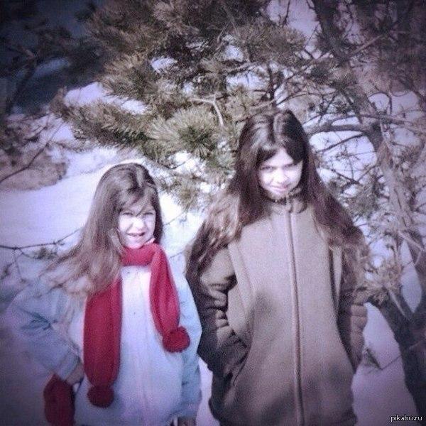 Юный норвежский блэк Нашла нашу с сестрой детскую фотографию. Юные порождения зла :D   Теперь друзья при каждом удобном случае прилагают её в ответ на мои посты с черным юмором)))