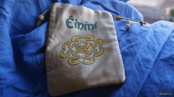 Немного вышивки... Не так давно я познакомилась с творчеством замечательной группы Einini, и увидев их логотип не смогла сдержаться.....  Вышивка шелком по адрасу