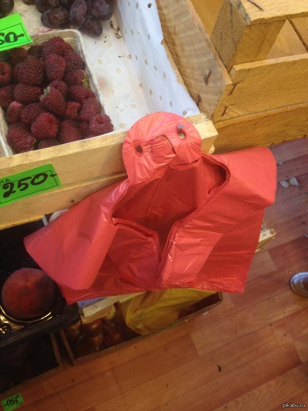 Сходил в ларек за фруктами, а там... ...самый грустный пакет, который я когда-либо видел