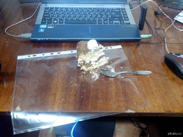 Одноразовая посуда студента когда на всех не хватило тарелок