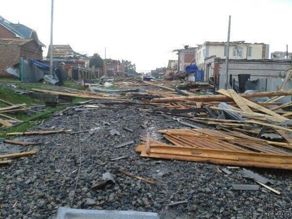 Торнадо над Янаулом. Ссылка на новость в комментариях. Вопрос  к пикабушникам. Как вы считаете, будет ли какая-либо компенсация за нанесенный природной стихией ущерб?