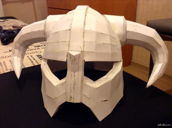 шлем Довакина решил тут в отпуске попробовать склеить шлем из Скайрима, позже покрою смолой и покрашу.  всем яркой пятницы)