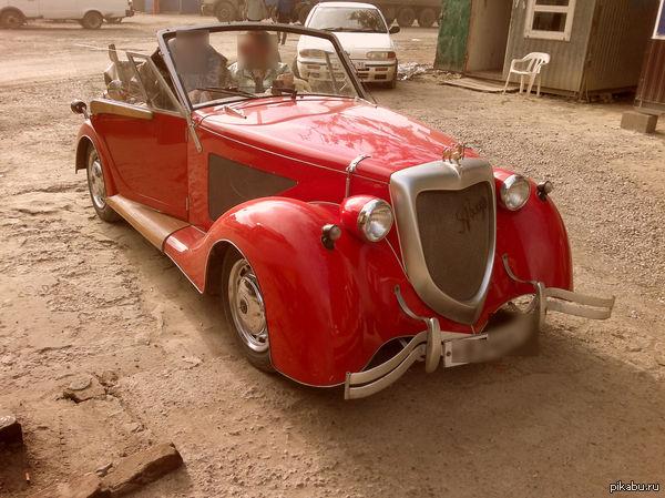 Красный пепелац На выезде из Краснодара по Ростовскому шоссе гоняет сей экспонат. В качестве багажника у него деревянный ящичек литров на 20.