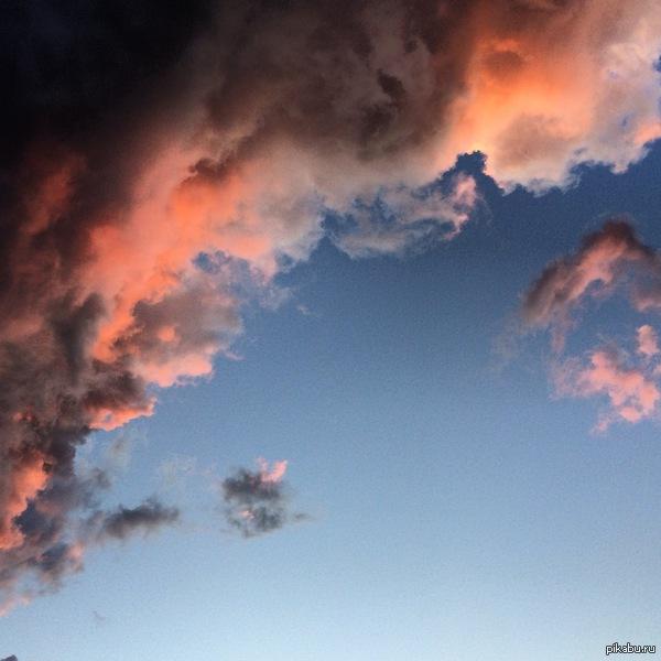 Тучи на закате. Оренбургская область, село Тугустемир.  снято на мобильник(пятничное #моё).