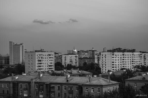 "Городской пейзаж. К посту   <a href=""http://pikabu.ru/story/otrazhenie_zakata_2632648"">http://pikabu.ru/story/_2632648</a>     От здания в центре фото там так ярко отражается солнце."