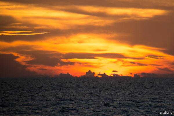 Закат на Кубе там восхитительно. правда. за исключением отвратительной еды, Куба - рай земной.