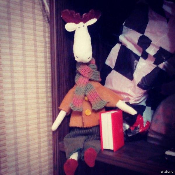 Лось Валера Сшился за пару вечеров, плюс вечер на пошив одежды и вязание шарфа, осень все-таки, вдруг замерзнет.