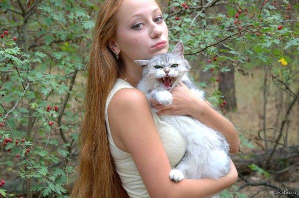 И пусть только скажут, что я не умею воспитывать животных)  Вот правильная реакция кошки на других людей моё маленькое серое чудо))  на фото сестра