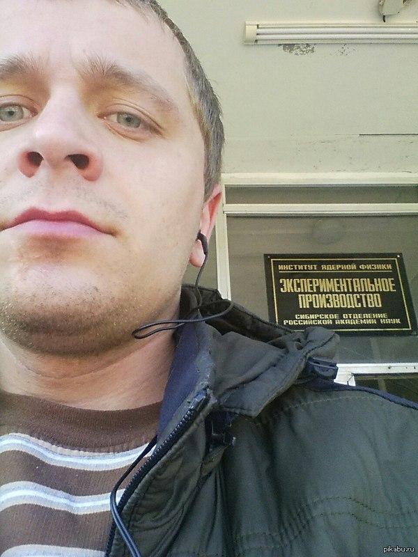 Я работаю на очень секретной работе, разрешили только у входа селфи сделать)))) Если кому интересно, могу сделать длиннопост что мы там производим)