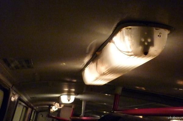 Зловещие троллейбусы! Недавно присмотрелся к лампе в троллейбусе. мне одному видится там череп?