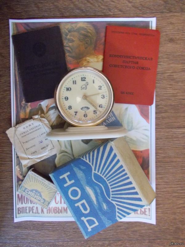 """Коллаж в советском стиле от dps1939. Плакат на котором лежит пачка от папирос """"Норд"""", спичечный коробок """"Сибирь"""", упаковка от очковой линзы, часы """"Дружба"""", удост"""