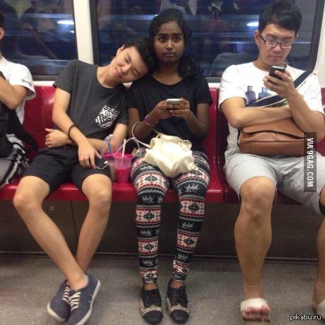Твоё лицо, когда в общественном транспорте незнакомый человек засыпает на твоём плече 9gag