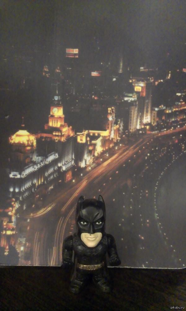 Этому городу нужен свой герой! Коврик для мыши + игрушка из Несквика.