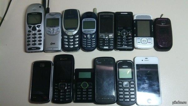 Нашел обувную коробку со старыми телефонами.  тут почти все мои, есть пара отцовских  и тут не хватает 4-5 шт. Работают первые 4 и последние 4 :)