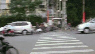 Перейти пешеходный переход во Вьетнаме...