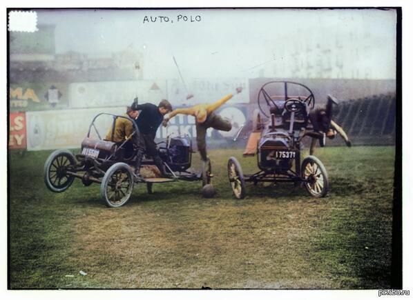 Уникальная фотография ДТП   1915 году! Авто поло превратилось в акробатику. Цветная фотография относительно истории появилась совсем недавно. Проект @ColoredHistory публикует в Твиттере исторические фотографии раскрашенные в цвет!