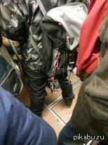 Хочется автомобиль, а денег только на такое ведро :) Увидел сегодня в метро человека с данным девайсом.  некоторые еще себе металлические яйца вешают )