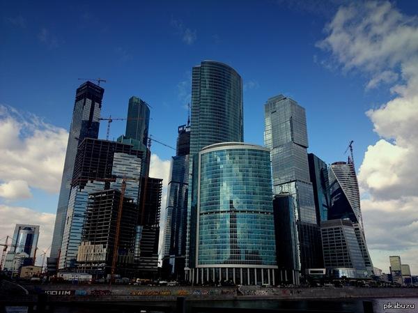 Москов Град каждый раз проходя мимо всегда захватывает дух от огромного скопления стекла, бетона и шума)  И все  же, там очень красиво.