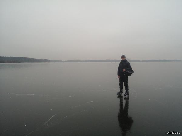 Круглосуточный бесплатный каток площадью 8 км^2 с отличным ровным льдом Добро пожаловать! Всем места хватит! :)