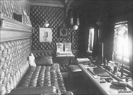 Поезд Николая II В 1902 году он состоял из 10 вагонов.предназначены для императора, семьи, другие использовались в качестве кухни, багажного отделения и помещений для служащих.