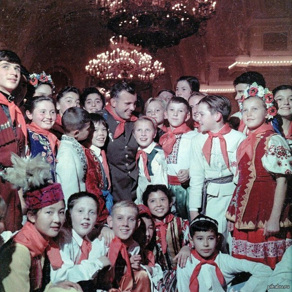 Юрий Гагарин на новогодней ёлке в Кремле, Москва, 1962