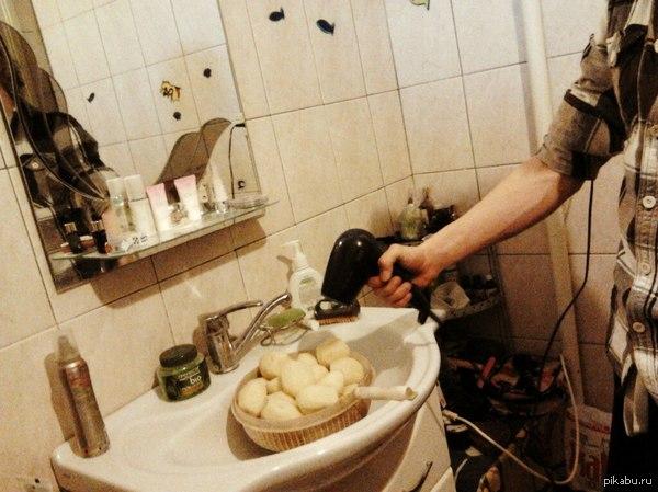 Друг... умен... Он сказал что в прошлый раз, когда он жарил картошку, она получилась немного вареной из-за того, что перед готовкой ... ...помыл картоху и она была влажной. Он решил что это исправит его прошлые ошибки