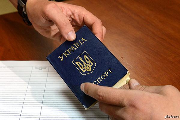 Россия продлила срок пребывания в стране граждан Украины. Федеральная миграционная служба (ФМС) согласилась неограниченно продлевать сроки пребывания украинцев в России.
