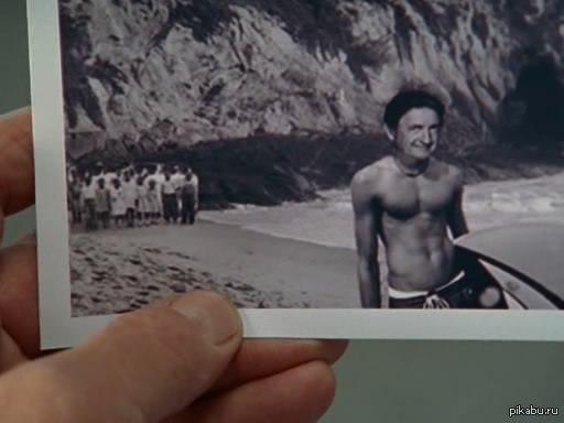 Красавчик! - Эта фотография настолько старая, что на ней пляжи еще делятся на черных и белых. Вот, мы сзади стоим. Вас это не волнует?  - Какой же я красавчик!