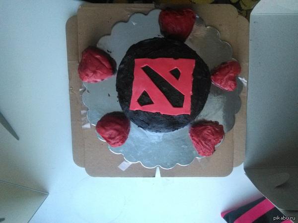Моя девушка подарила мне торт на день рождения с фотографией моей бывшей