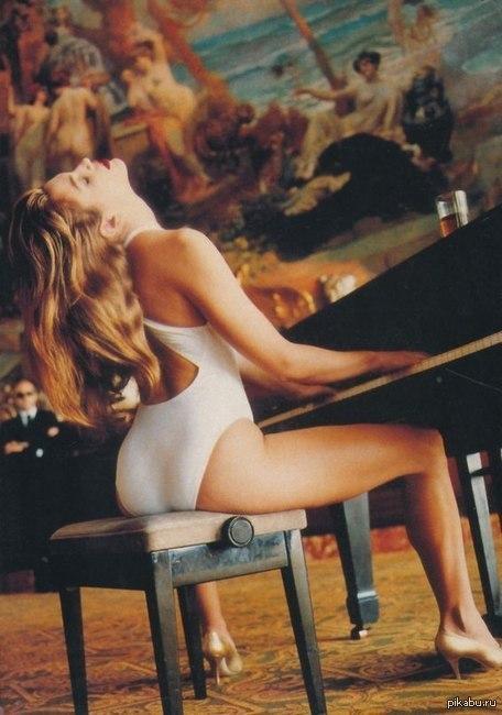 Синди Кроуфорд для Vogue Синди Кроуфорд в съемке для для Vogue, 1991 г.