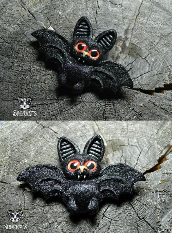 Ужас, летящий на крыльях ночи! Летучий мыш из полимерной глины,  брошь, ручная работа)