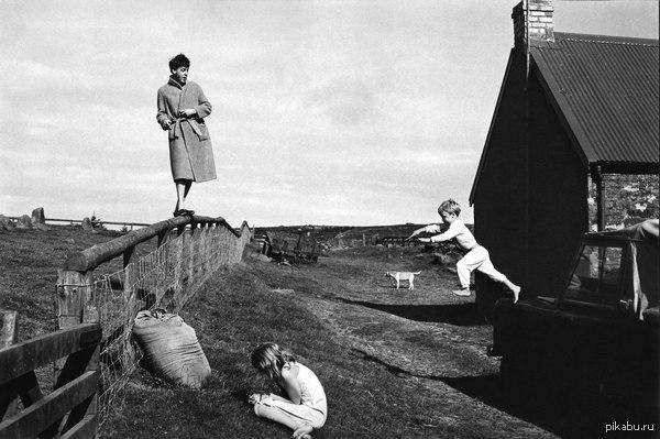Пол Маккартни с детьми Стеллой и Джеймсом. Шотландия, 1982