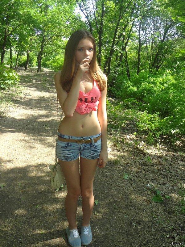 Мастурбация девочки в лесу