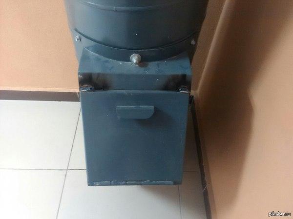 Мы поставим в доме мусоровпровод и заварим его, что бы не бросали мусор...