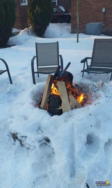 Внезапно на пикнике Похоже, огненный атронах тоже не против отведать шашлыка))